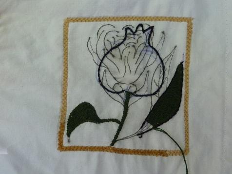 Gezeichnete Blume, dennoch wird einen Granatäpfel gestickt !