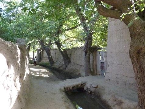 Kleiner Kanal, wo auch Geschirr gespült wird