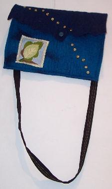 Gefilzte Tasche mit Perlenstickerei