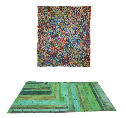 Installation présentant suspendue la « suzani » de Jila et au sol le patchwork de Pascale Goldenberg