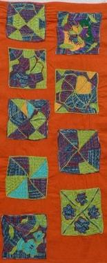 Gesticktes Tuch von Latifa mit Proccion gefärbten Garnen (Monika Schiwy-Jessen, Isabelle Wiessler und Pascale Goldenberg)
