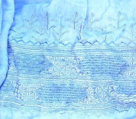 Ausschnitt der vorderen und unteren Bordüre eines Tshaderis