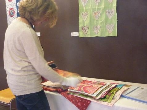 Livre textile collectif, du club au fil du patch, Grillon-Vaucluse- F, hors-concours