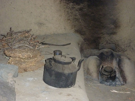 <em>pati</em> are used to heat and bake in the <em>tandoor</em>