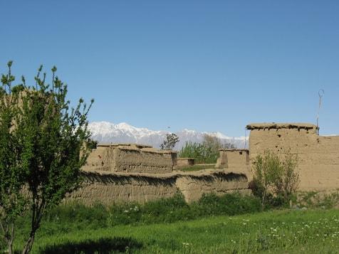 Qala außerhalb des Dorfes Qala-e-kona im Juni